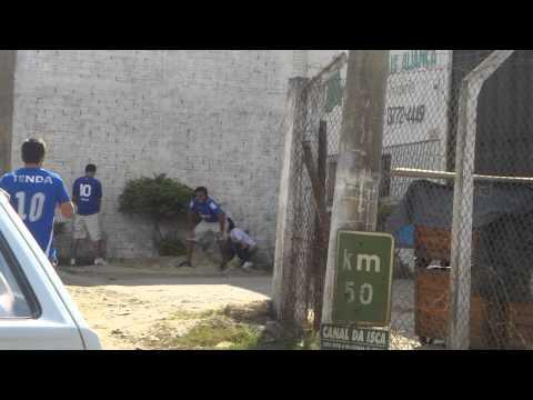 Mulher fazendo xixi na rua em Sete Lagoas! FULL HD!