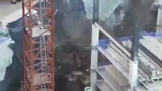 Nuevo video del derrumbe de una obra en Periférico Sur