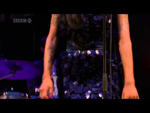 Amy Winehouse - Back To Black (Live At Glastonbury Festival 2008)