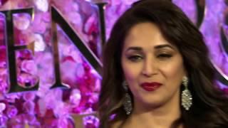 जब 21 साल की Madhuri Dixit's ने दिया था 42 साल के Vinod Khanna के साथ बोल्ड KISSING सीन !