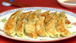 How to Make Yaki Gyoza (Fried Dumplings) 焼き餃子の作り方