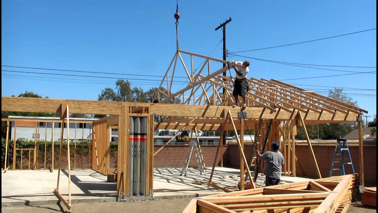 40 foot truss being set on garage 2012 youtube for 40 foot trusses