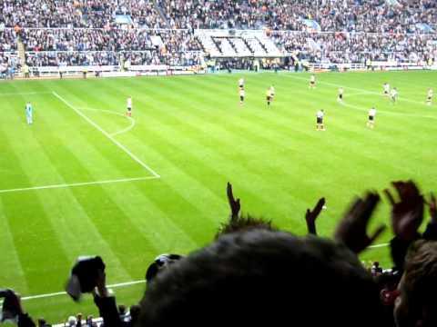Newcastle United v Sunderland 5-1 101031 - Shola Ameobi