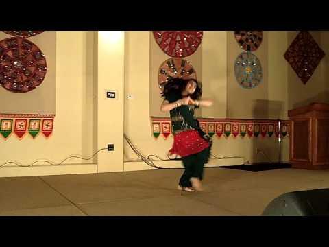 Ainvayi Ainvayi Lut gaya  Kajra mohabbat wala Awesome dance!
