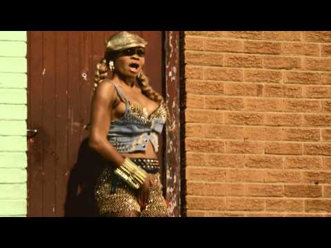 Goldie Harvey Ft. AY - Skibobo [Official Video]