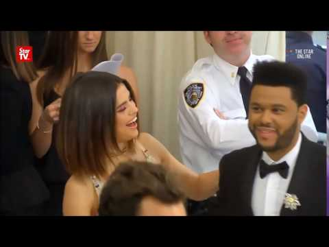 Selena Gomez & The Weeknd At The 2017 Met Gala | Red Carpet 5/1/2017 thumbnail