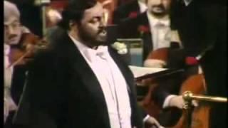 Luciano Pavarotti Video - Luciano Pavarotti / Donizetti / L'Elixir D'Amore / Una Furtiva Lagrima