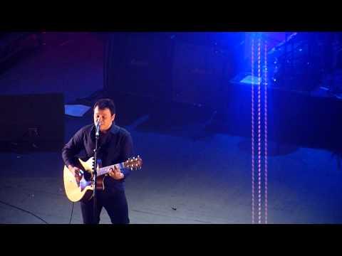 James Dean Bradfield - You Stole The Sun acoustic (Brixton Academy 21.1.2011)