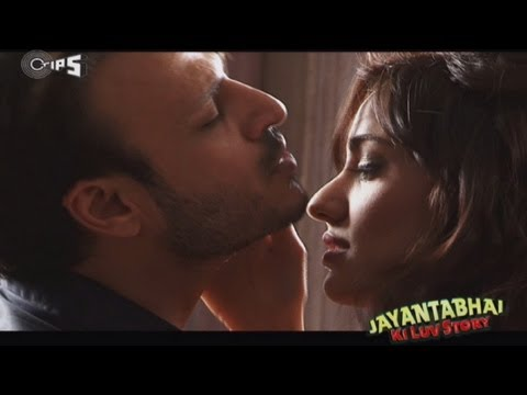 Romance from Jayantabhai Ki Luv Story - Behind The Scenes -...