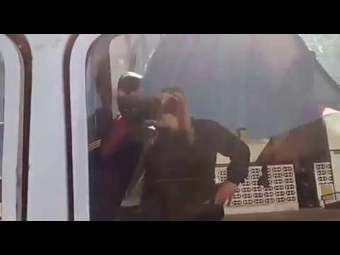 Indignación: transportan un caballo en un R 12