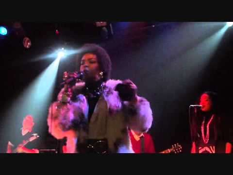 Lauryn Hill -When It Hurts So Bad 12/22/10