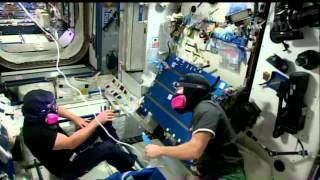 Expedition 42 - Crew checks on USOS atmospere's quaity