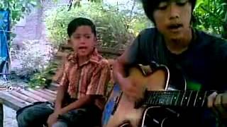 Download Lagu rindu ayah dan ibu (laoneis band ) Gratis STAFABAND
