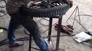 como reparar una llanta pinchada de moto lineal