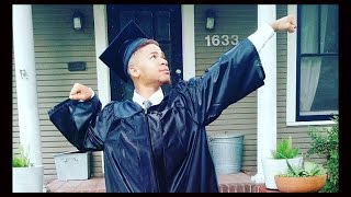 Homeless High School Kid Graduates With Honors, Gets College Scholarship