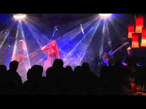 PASSO E CHIUDO LIVE Amelie Show Case