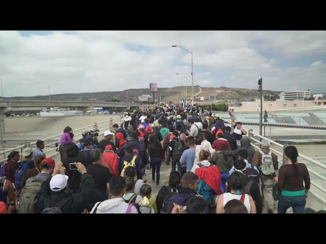 Central American migrants begin U.S. asylum process