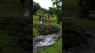 गावडी गाव आणि पर्यटनाचा आनंद लुटणारे पर्यटक
