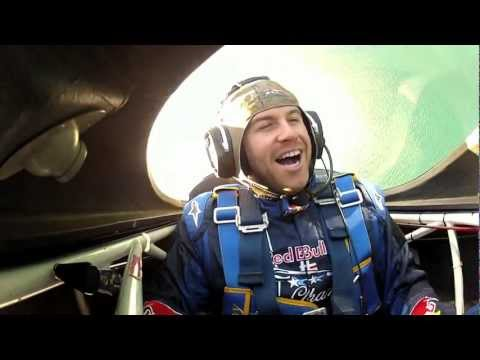 Evan Longoria flies with aerobatic pilot Kirby Chambliss