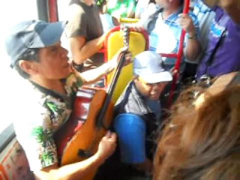 Cantantes Transantiago Exelente Duo Peruano Jose Antonio (cajon) Mario (guitarra)