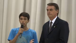 Bolsonaro coloca moleque Idiota no seu devido lugar !!!