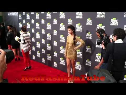 Selena Gomez put on a pretty solid leg show on the red carpet at the MTV Movie Awards 2013 thumbnail
