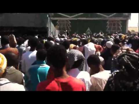 video by zain usman - Part 3 - Awolia compound - Ethiopian Muslims demonstrating against Majlis & Ah