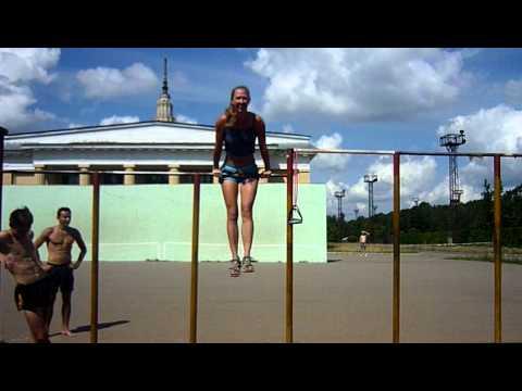 УРА!!!! Выход силой на турнике (девушка) - YouTube