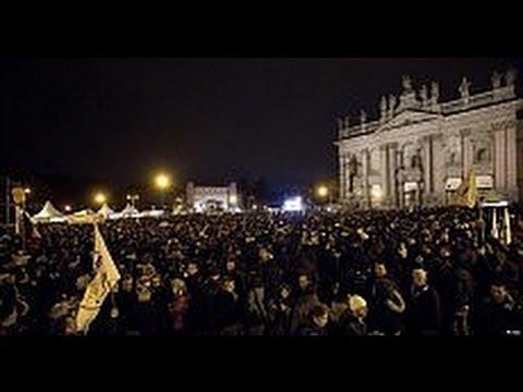 Beppe Grillo Roma 2013  legge le parole del guerriero e si commuove 22-02-2013