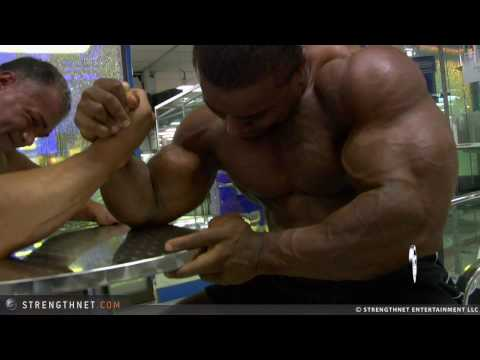 Arm Wrestling: Anthoneil vs Gabriel