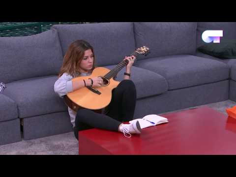Miriam canta y toca con la guitarra    LOS MEJORES MOMENTOS   OT 2017