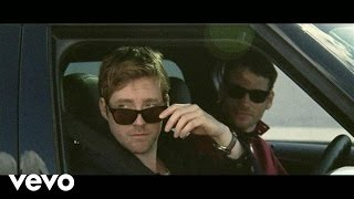 Kaiser Chiefs - Kinda Girl You Are (Official Video)