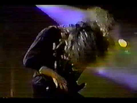 Cannibal Corpse - Beyond The Cemetary (En Vivo)(Live)1993