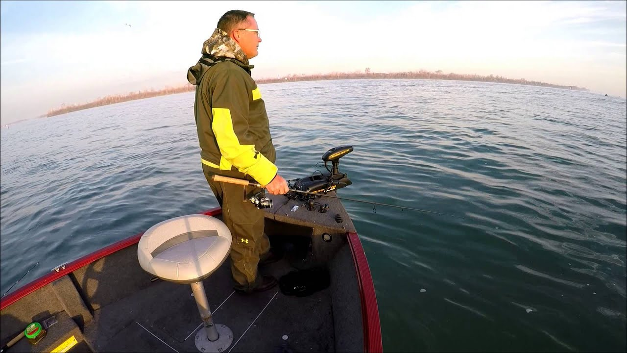 Hodgey s detroit river walleye fishing bay for Detroit river fishing