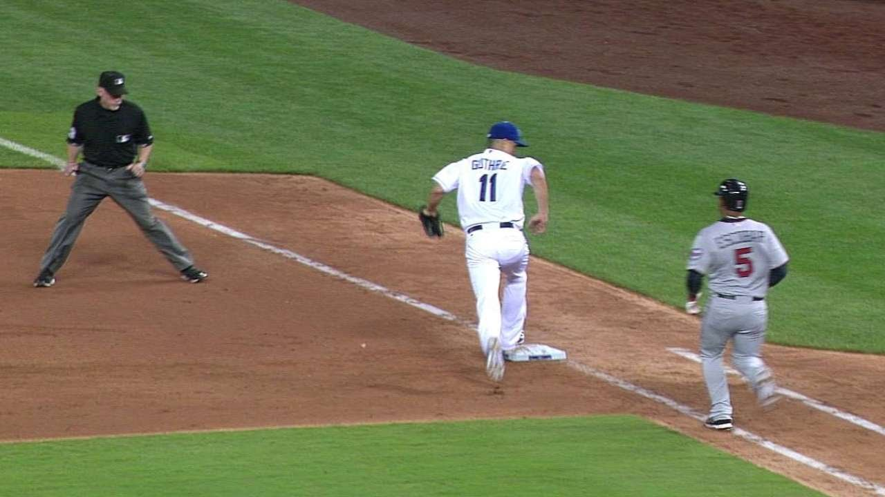 MIN@KC: Hosmer throws out Escobar at first base