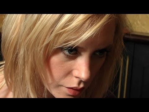 Fredrika Stahl chante Fast Moving Train en exclu pour les Tomcasts...