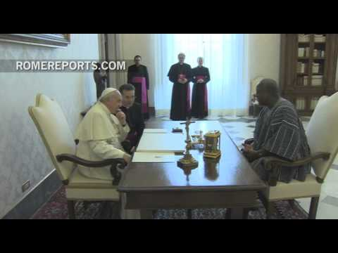 Pope discusses Ebola crisis, with president of Ghana
