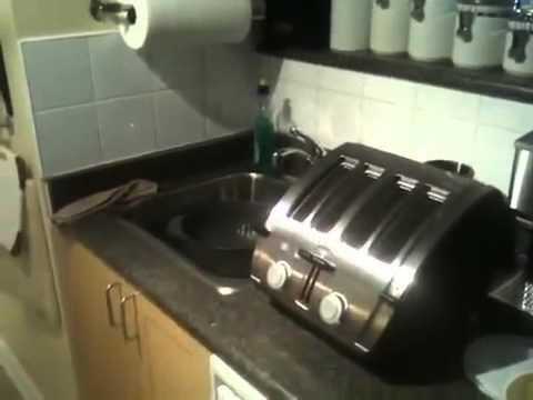 Купил новую модель тостера