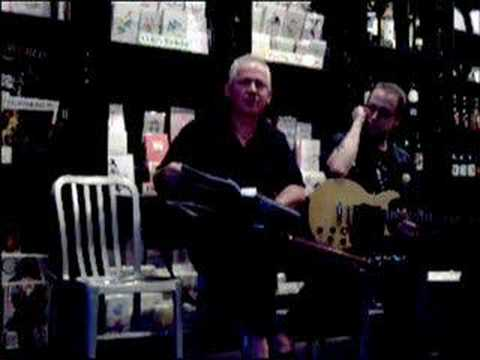 Jon Langford at the Book Cellar, Chicago, 16AUG06 Pt 3