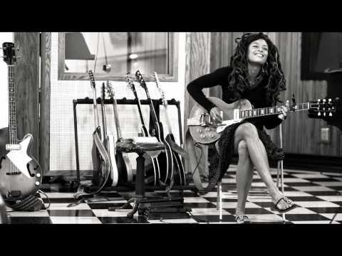 12 - Valerie Junie - On My Way