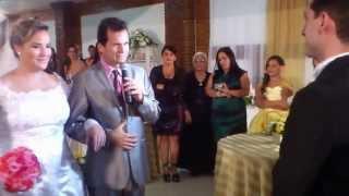 O que o pai da noiva falou no altar