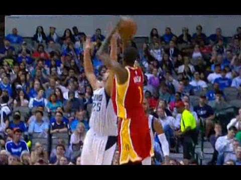 Trevor Ariza hits a three in Chandler Parsons' face