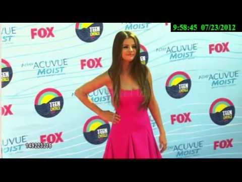 Selena Gomez -Red carpet. thumbnail