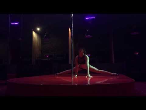 Стриптиз, танец на пилоне в стрип-клубе,эротика, пластика и партер.