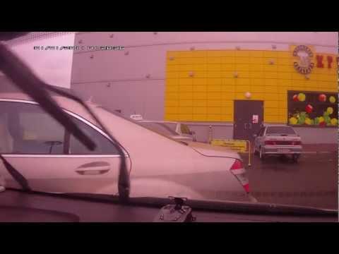 Мурманск, парковка у Окея. За рулем мерса - Вася Пимин