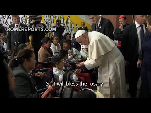 See the Pope's moving visit to a children's hospital in Mexico