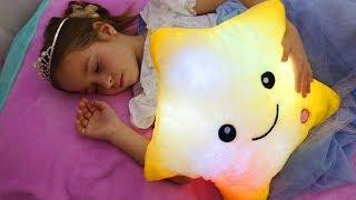 Twinkle Twinkle Little Star, Little girl Sofia pretend play with toys, Nursery Rhymes Kids Songs