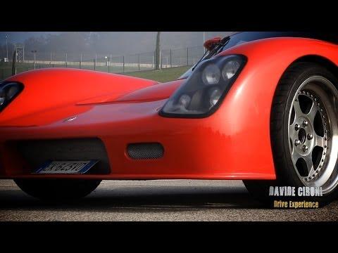 BEST OF 2013: Ultima GTR / Porsche / Alfa Romeo / Ferrari - Inserito da Davide Cironi il 30 dicembre 2013 durata 8 minuti e 16 secondi - Abbiamo appena iniziato, il nostro 2013 � durato tre mesi, ma per festeggiare il nuovo anno con i nostri gi� affezionati fans abbiamo raccolto tutto il nostro lavoro in questo video. Sbracatevi sulla sedia e versatevi da bere.