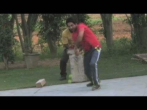 Ayushmann Shows His Cricket Skills | Vicky Donor