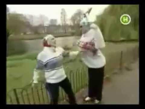 Верка Сердючка с мамой делают утреннюю зарядку